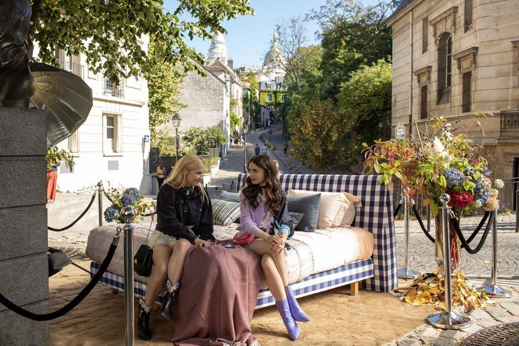Emily et son amie Camille pour la campagne d'une marque au Sacré Coeur.